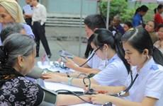 Khám chữa bệnh, cấp phát thuốc miễn phí cho dân Mường Nhé
