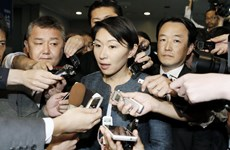 Bộ trưởng Công nghiệp Nhật Bản Yuko Obuchi đệ đơn từ chức