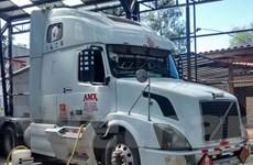 Chile bắt giữ một xe liên vận chuyển cocaine hòa trong xăng