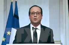 """Pháp """"không bao giờ chịu khuất phục"""" sau các vụ khủng bố"""