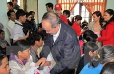 Chủ tịch MTTQ Việt Nam thăm và tặng quà ngư dân Phú Yên