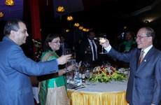 Chủ tịch Quốc hội chiêu đãi các thành viên Ban Chấp hành IPU