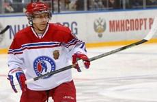 Ông Putin chơi hockey với cựu vận động viên NHL, ghi 8 bàn