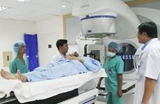 Áo tài trợ máy xạ trị gia tốc thế hệ mới cho Bệnh viện TW Huế