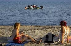 Đảo Kos chật cứng, Hy Lạp dùng phà biển để tiếp nhận người di cư