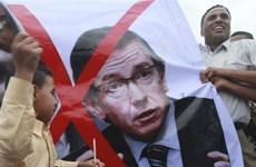 Rocket rơi trúng người biểu tình gây nhiều thương vong tại Libya