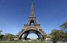 Pháp sơ tán khu vực xung quanh tháp Eiffel sau cảnh báo đánh bom