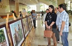 """Trưng bày ảnh """"Việt Nam-Cuba, 55 năm đoàn kết và hợp tác"""""""