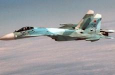 """Tiêm kích của Nga """"nhào lộn"""" trên đầu máy bay trinh sát Mỹ"""