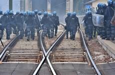 Áo tăng cường nhân lực kiểm soát khu vực cửa khẩu Brenner