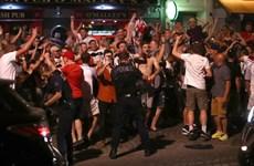 EURO 2016: Cảnh sát và cổ động viên đụng độ tại Marseille
