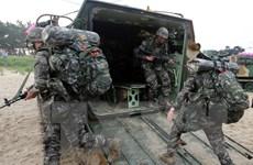 Lính Hàn Quốc tập trận bắn đạn thật gần biên giới trên biển