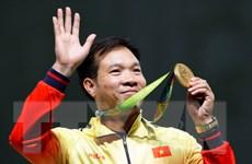 Thưởng nóng cho xạ thủ Hoàng Xuân Vinh giành huy chương vàng
