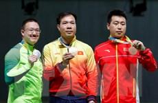 Vietravel tặng 10.000 USD cho xạ thủ Hoàng Xuân Vinh