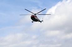 Trực thăng đưa ngư dân từ đảo Bạch Long Vĩ về Hà Nội cấp cứu