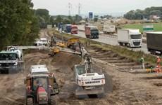Chính quyền địa phương Pháp tranh cãi về xây tường ngăn người di cư