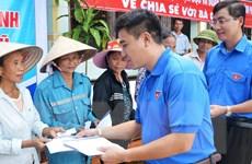 Đoàn Thanh niên TTXVN đến với đồng bào vùng lũ huyện Hương Khê