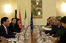 Phó Thủ tướng Phạm Bình Minh hội đàm với Bộ trưởng Ngoại giao Italy