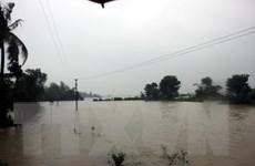 Hàng trăm ngôi nhà bị ngập, nhiều khu dân cư bị cô lập do mưa lũ