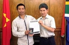 Đại sứ quán Việt Nam ở Nam Phi hỗ trợ người Việt Nam gặp nạn