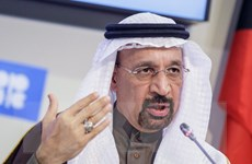 Giá dầu thế giới tiếp tục tăng do giảm sản lượng khai thác