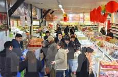 Sôi động hội chợ đón Tết Đinh Dậu của người Việt giữa Paris