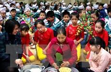 Học sinh tại thành phố Vinh tìm về phong tục Tết cổ truyền