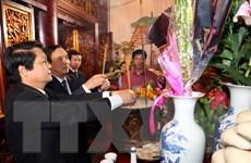 Hơn 10.000 người dâng hương ở Khu di tích Đền Hùng ngày đầu năm