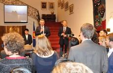 Đại sứ quán Việt Nam ở Bỉ gặp Nhóm nghị sỹ châu Âu yêu Việt Nam
