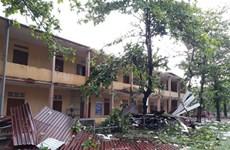 Lốc xoáy thổi tốc mái trường học và hàng chục nhà dân ở Quảng Trị