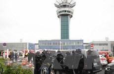 Vụ nổ súng tại sân bay Orly ở Paris có liên quan đến Hồi giáo