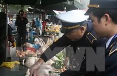 Thực hiện test nhanh virus cúm A/H7N9 ở các chợ gia cầm Lạng Sơn