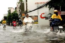 TP Hồ Chí Minh: Nhiều tuyến đường bị ngập nặng trong cơn mưa lớn