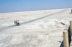 Bí ẩn về mức phóng xạ tia cực tím quanh vùng hồ nước mặn của Iran