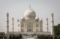 Ấn Độ hạn chế lượng du khách nội tham quan khu lăng mộ Taj Mahal