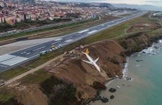 Máy bay Thổ Nhĩ Kỳ chở khách suýt lao xuống biển khi hạ cánh