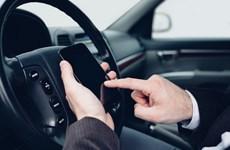 Pháp siết chặt quy định cấm sử dụng điện thoại di động đối với lái xe