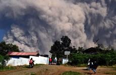 Indonesia nâng cảnh báo hàng không lên mức cao nhất sau núi lửa phun