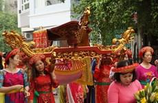 [Photo] Về rước kiệu, thỉnh nước ở Lễ hội đình làng Yên Phụ