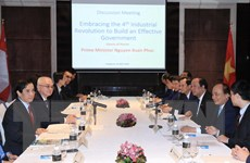 Thủ tướng Nguyễn Xuân Phúc trao đổi với các nhà khoa học và trí thức