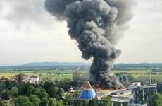 Bảy lính cứu hỏa bị thương trong hỏa hoạn ở khu vui chơi lớn của Đức