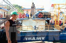 Bình Định: Tàu vỏ thép dịch vụ hậu cần nằm bờ, ngư dân lâm nợ