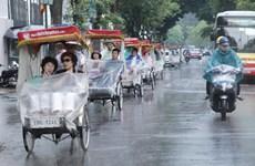 Thủ đô Hà Nội có mưa rào và dông, nhiệt độ cao nhất 33 độ C