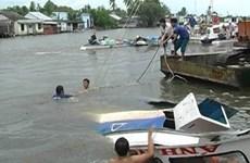 Khẩn trương tìm kiếm đại uý mất tích trong vụ canô va chạm sà lan