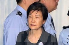 Cựu Tổng thống Hàn Quốc Park Geun-hye bị tuyên phạt 8 năm tù giam