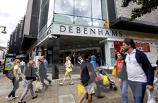 Hệ thống cửa hàng bán lẻ của Anh chịu sức ép lớn từ thương mại điện tử