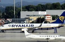 Hãng hàng không Ryanair sẽ tính phí hành lý xách tay từ tháng 11 tới