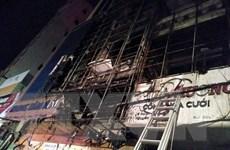 Hỏa hoạn thiêu rụi phần trên của hai căn nhà liền kề ở Thanh Hóa