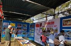 Không gian Việt Nam tại Hội báo Avante Bồ Đào Nha tấp nập khách