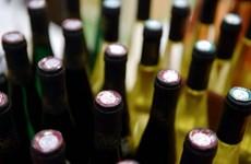 Cảnh sát bắt giữ 7 nghi phạm vụ ngộ độc rượu tập thể tại Malaysia